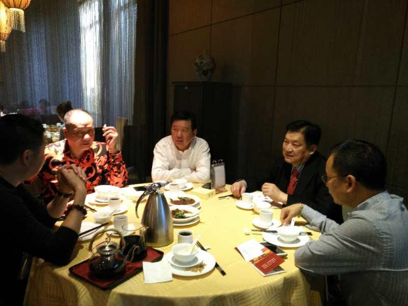 香港颜纯炯先生与家乡父老共叙元旦