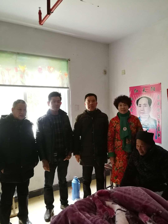 浙江玉环颜氏会慰问80岁以上老人